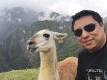 Con una habitante de Machu Picchu